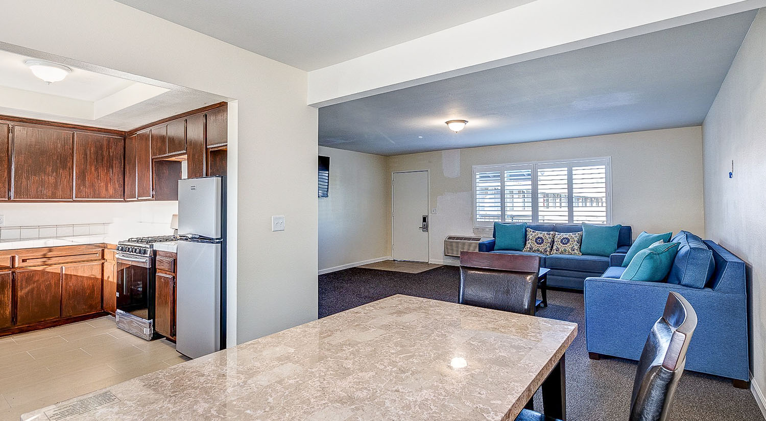 Enjoy Your Anaheim Vacation in One of Our Family-size Suites
